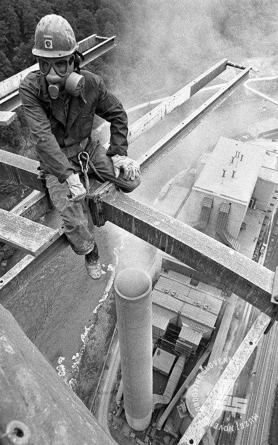 1975_construction_worker_during_the_construction_of_the_trbovlje_powerplant_chimney_in_trbovlje_slovenia.jpg