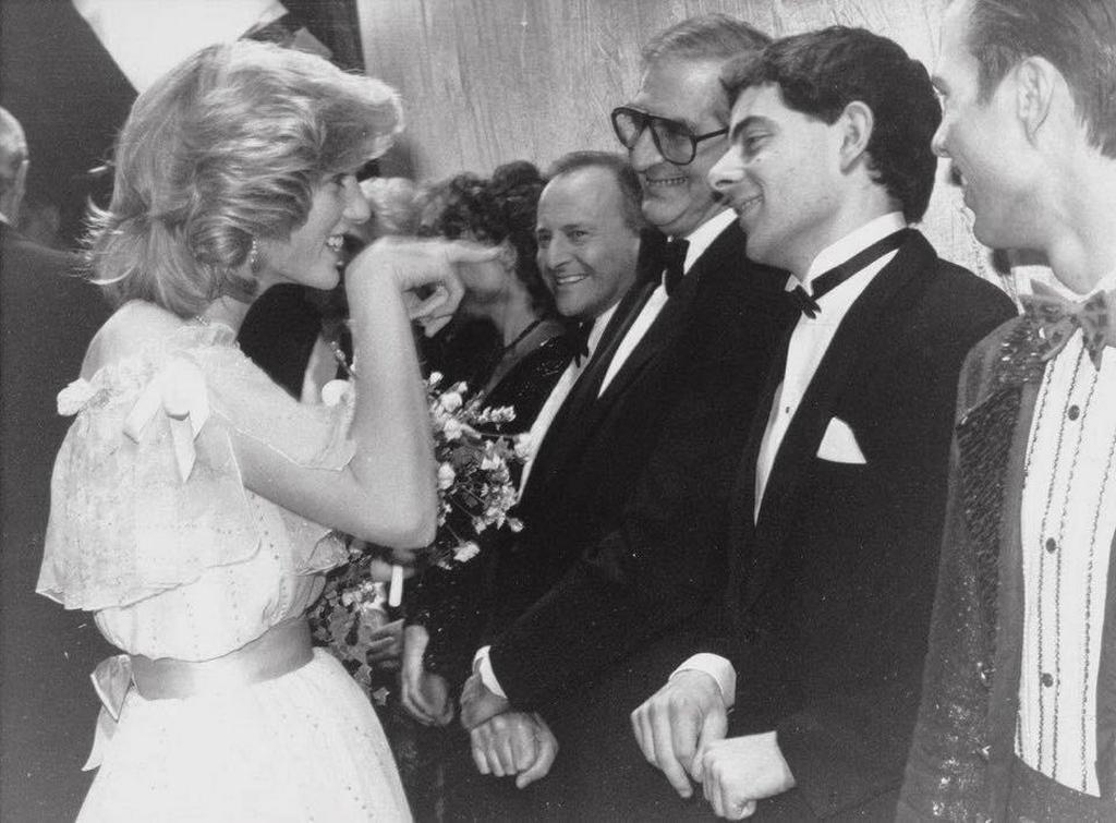 1984_princess_diana_meeting_mr_bean.jpg