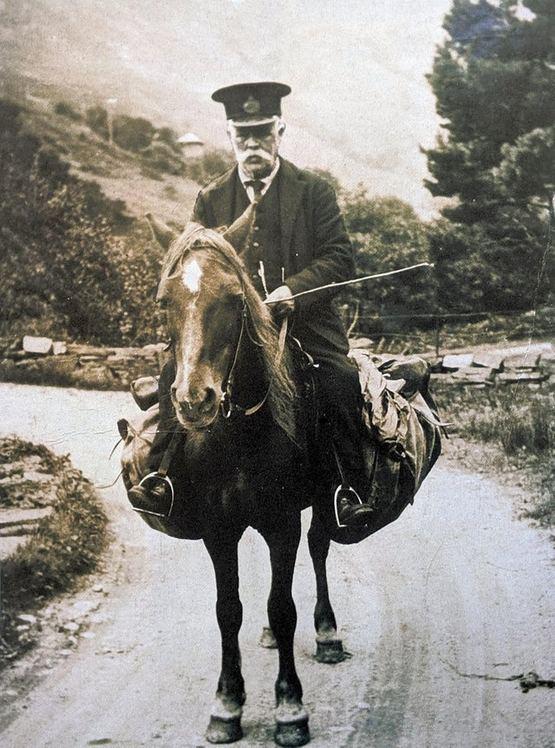 1909_postman_delivering_by_pony_lochailort_scotland.jpg