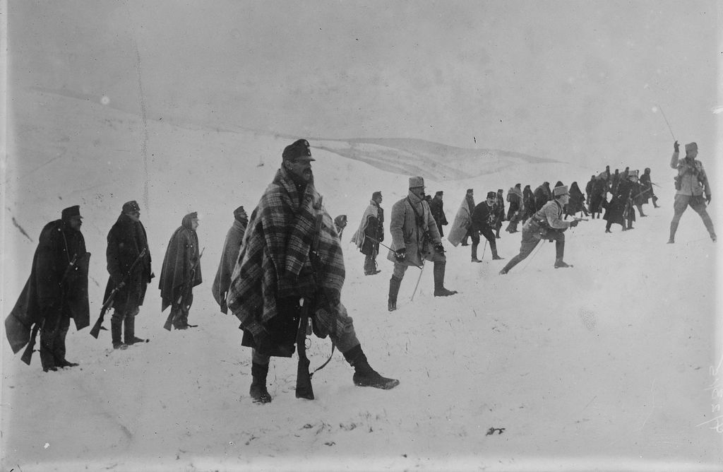 1915_freezing_austro-hungarian_soldiers_somewhere_in_carpathian_mountains_during_disastrous_carpathian_winter_offensive_vs_russia.jpg