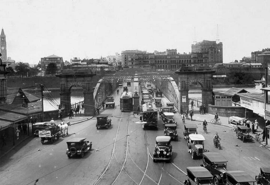 1930_traffic_on_victoria_bridge_brisbane.jpg