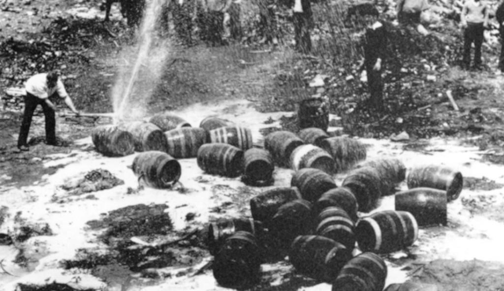 1931_nyara_prohibition_agents_destroy_beer_barrels.jpg