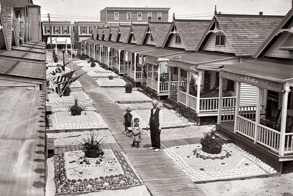 1910_vacation_bungalows_in_rockaway_queens.jpg