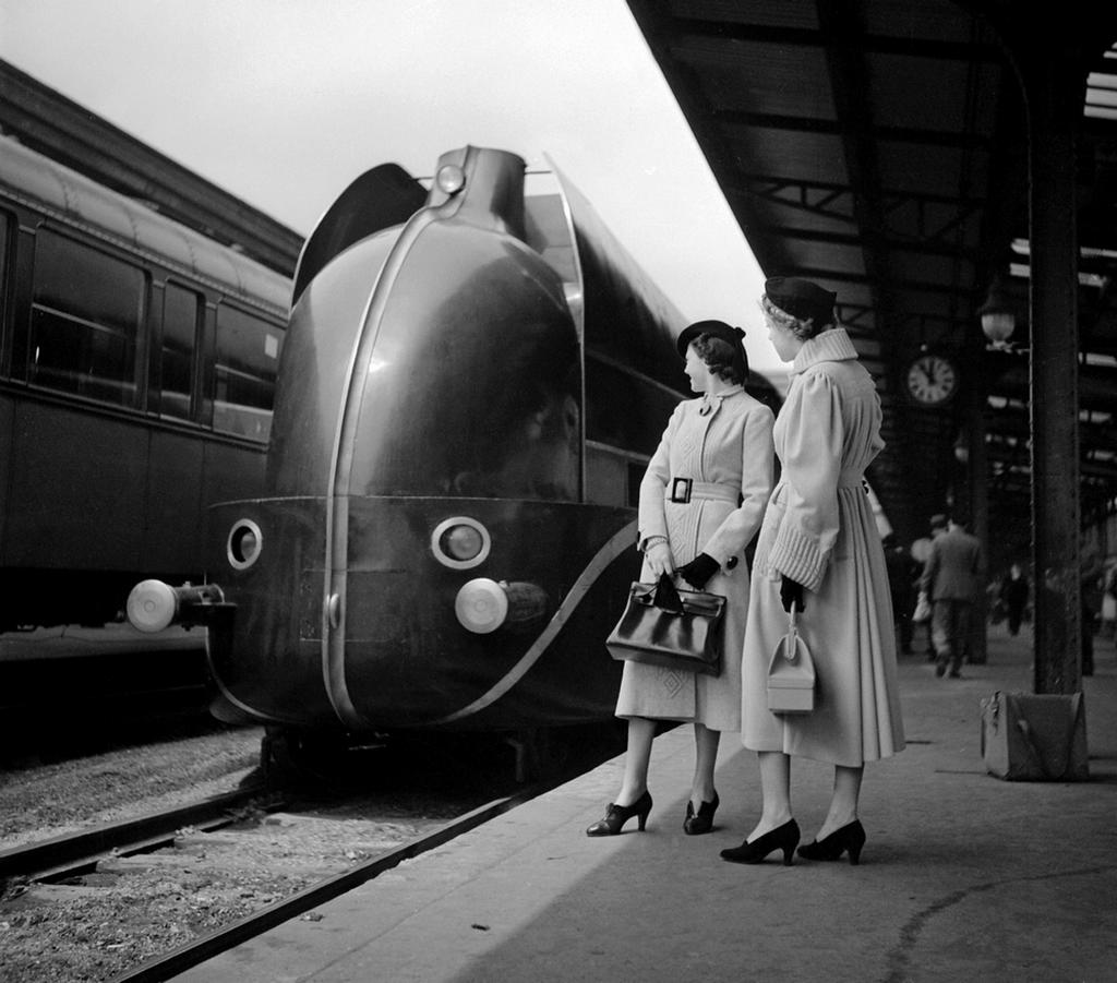 1937_waiting_at_the_lyon_train_station_paris_cr.png