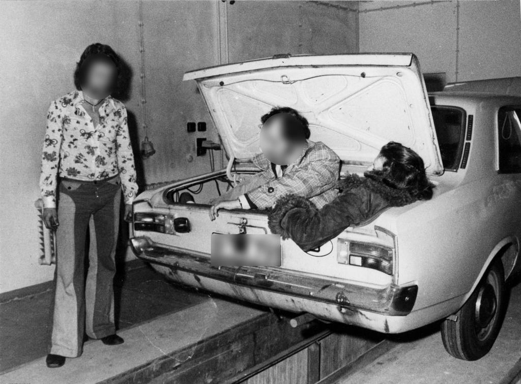 1970-es_evek_stasi_training_photos_west_germans_reenacting_their_crime.jpg