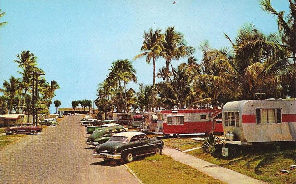 1950-es_evek_amerikai_lakokocsipark_reklamlevelezolapja.jpg