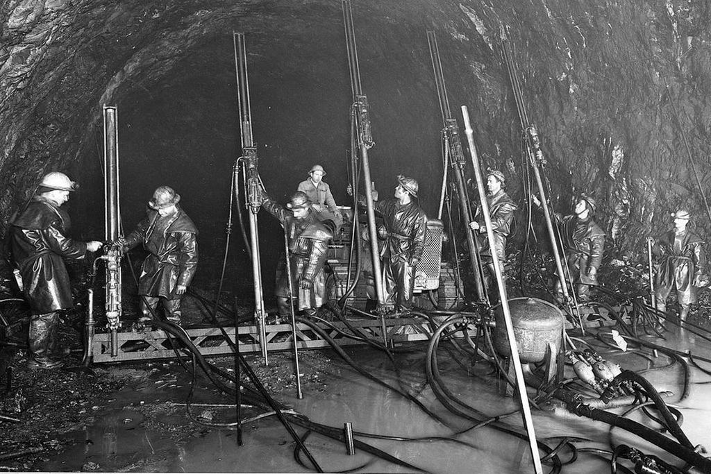 1959-62_drilling_of_the_mont_blanc_tunnel_italian_side.jpg