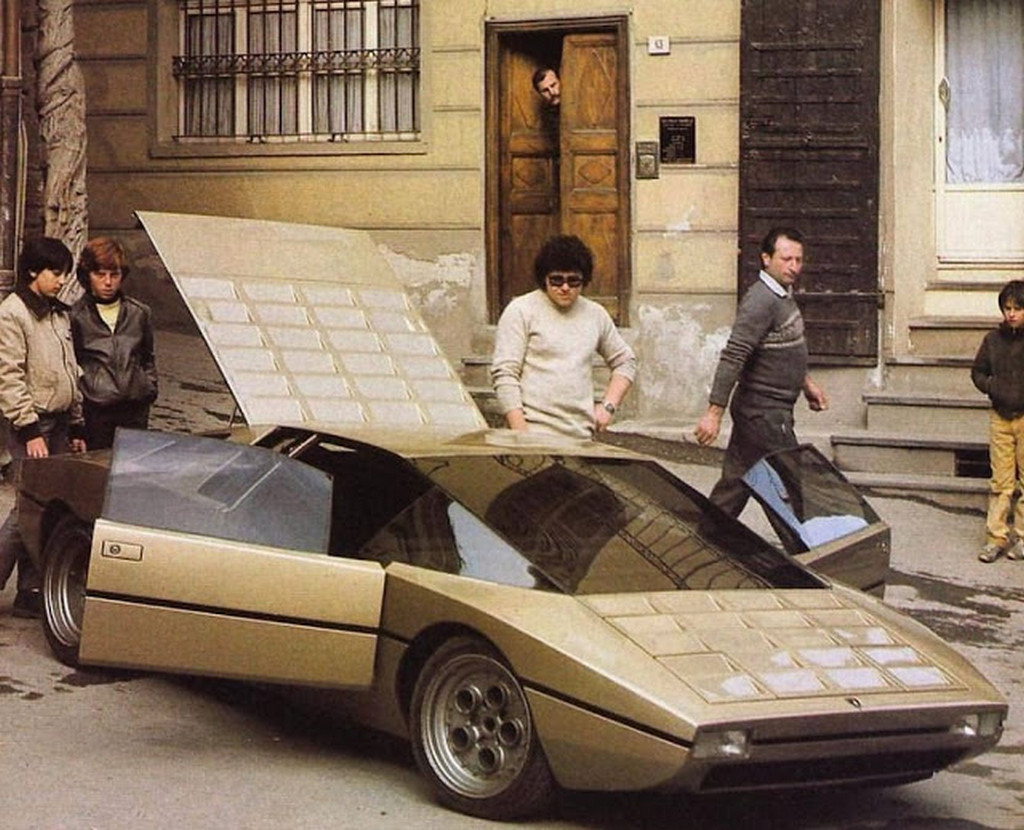 1974_lamborghini_bravo_concept_car_showing_in_public.jpg