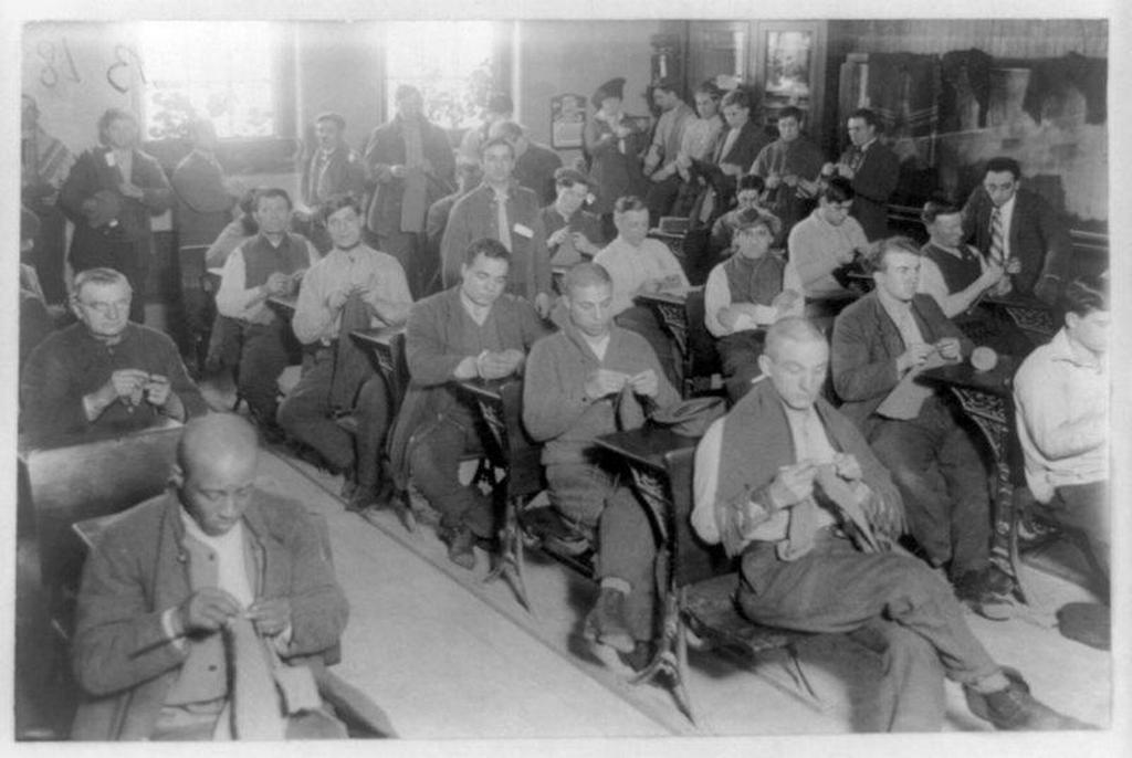1915_prisoners_knitting_in_sing_sing_prison_new_york.jpg