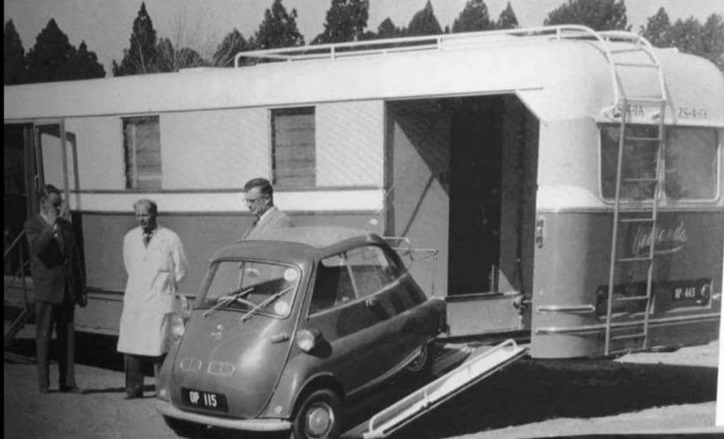 1955_a_vintage_trailer_complete_with_a_bmw_isetta_micro-car.jpg