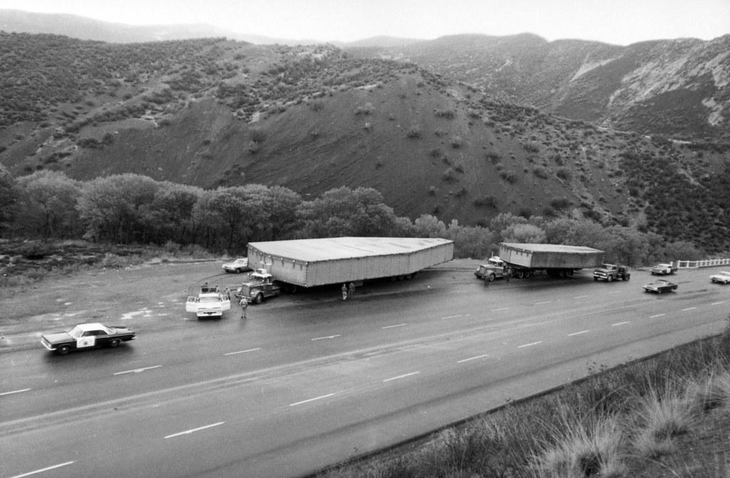 1964_the_classified_sr-71_being_transported_between_burbank_and_palmdale_usa.jpg