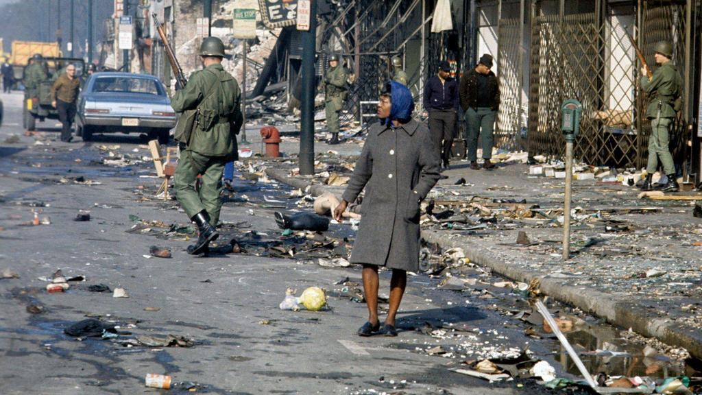 1968_aprilis_7_illinois_national_guardsmen_patrolled_the_streets_of_riot-torn_chicago_following_the_assassination_of_martin_luther_king_jr_in_memphis_three_days_earlier.jpg