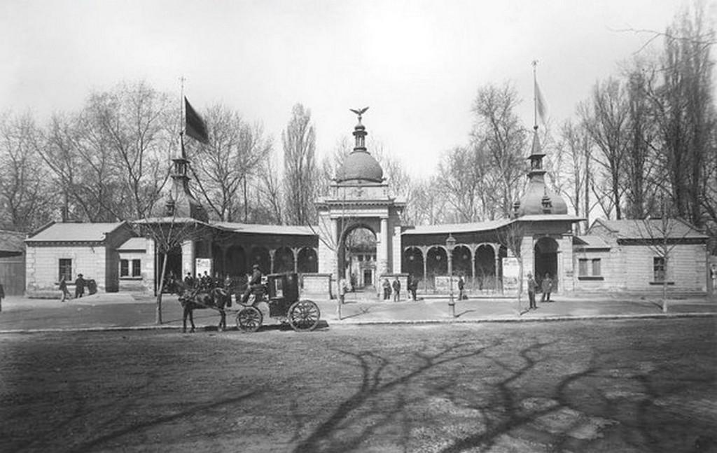 1896_a_budapesti_allatkert_regi_fokapuja.jpg