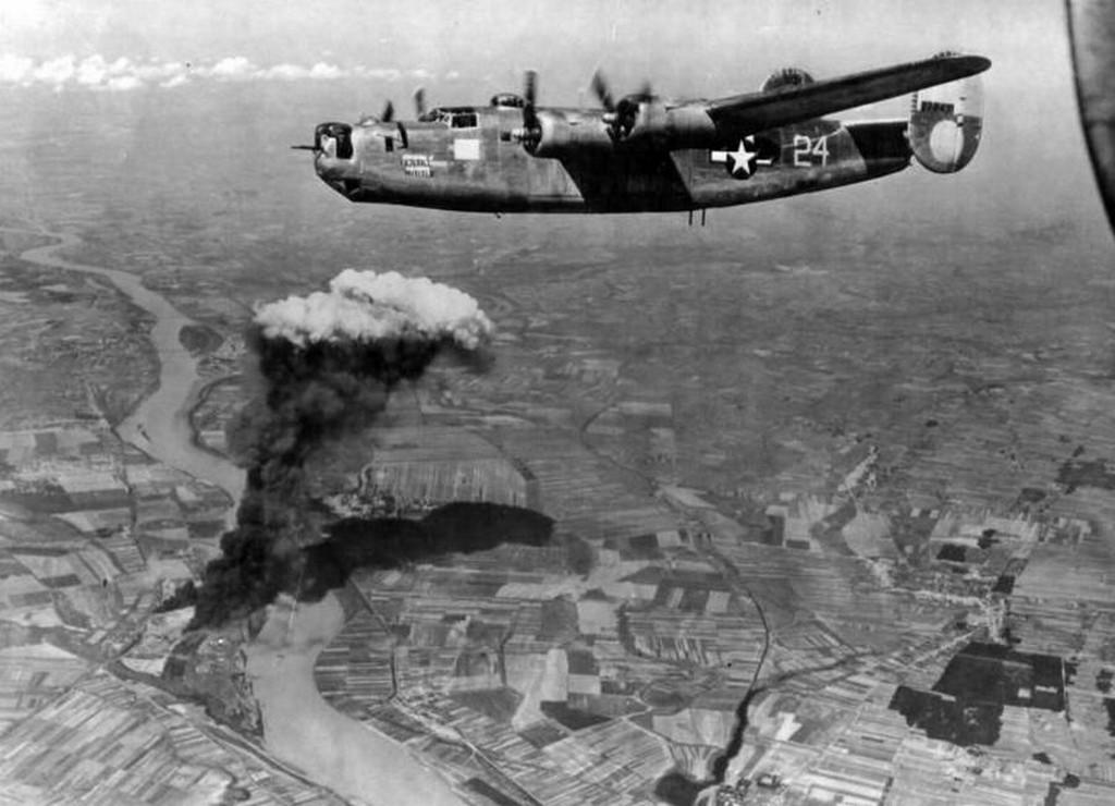 1944_augusztus_9_b-24_liberator_bombazza_almasfuzitot.jpg
