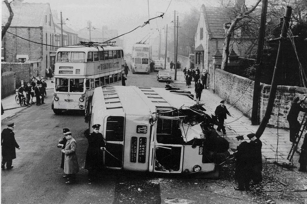 1959_emeletes_trolibusz_balesete_a_bellwell_lane-en_newcastle-ben.jpg