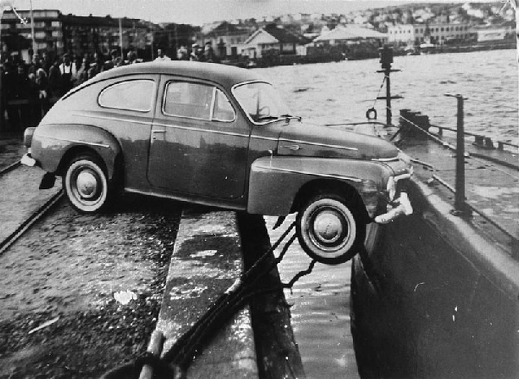 1961_svedorszag_bizarr_autobaleset_tengeralattjaroval_utkozott_gepkocsi.jpg