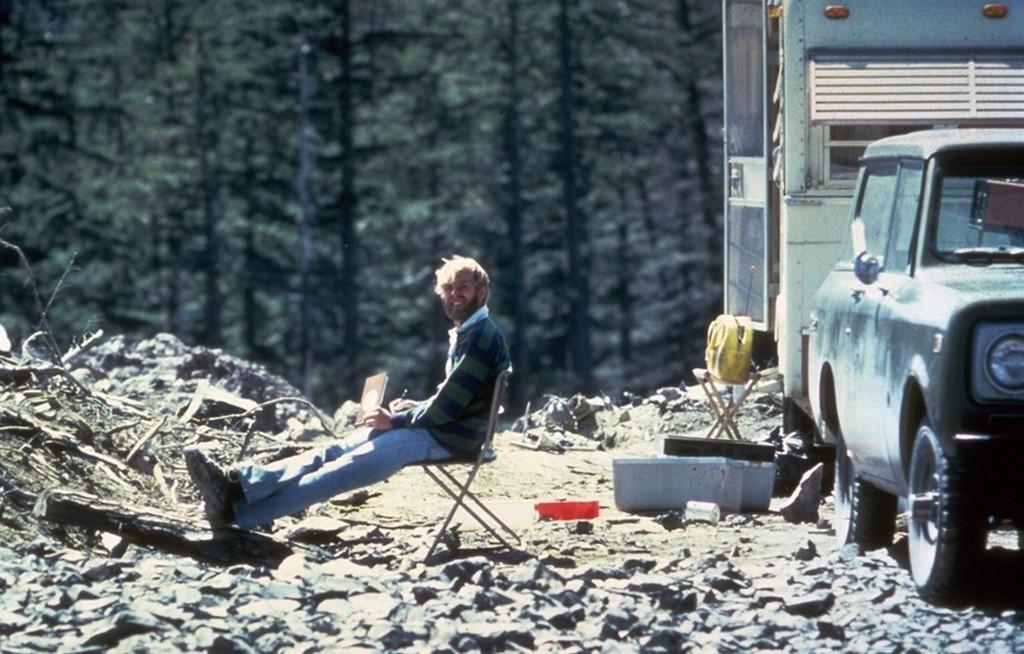 1980_majus_17_david_johnston_vulkanologus_mosolyog_a_kameraba_nehany_oraval_a_st_helen_vulkan_kitorese_elott_ami_ot_is_megolte.jpg