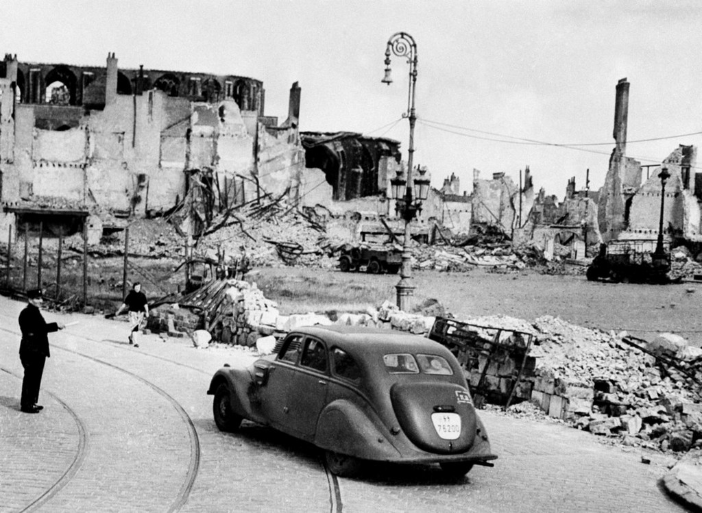 1941_a_traffic_policeman_halts_a_motorist_on_a_street_in_dunkerque_on_february_9_1941_french_coastal_town_bombarded_by_the_germans_during_the_evacuation_of_british_troops.jpeg