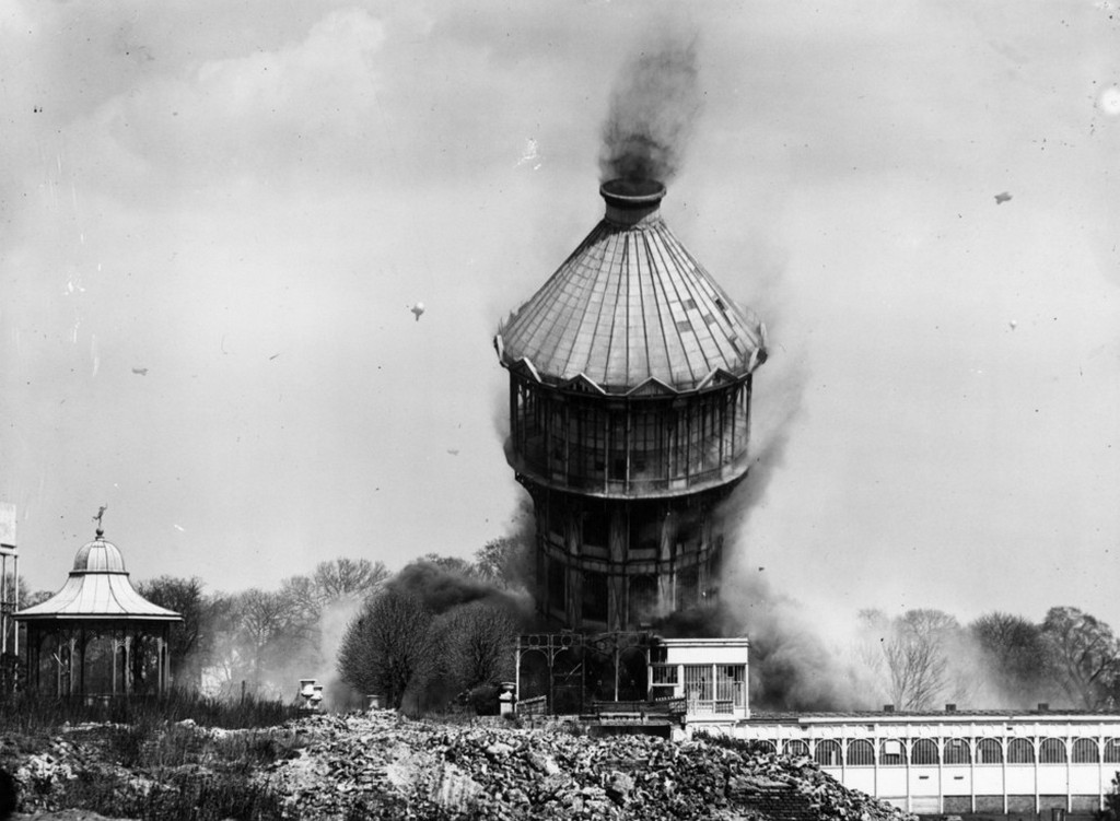 1941_the_great_tower_of_crystal_palace_in_london_falls_to_the_ground_during_its_demolition.jpeg