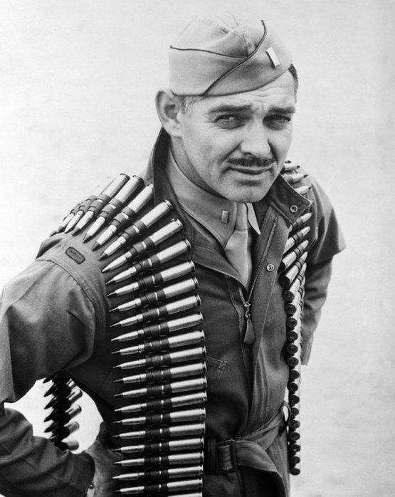 1943_januar_clark_gable_repulo_szazados_former_oscar_awarded_movie_actor_now_an_aerial_gunner_in_the_army_air_forces.jpeg