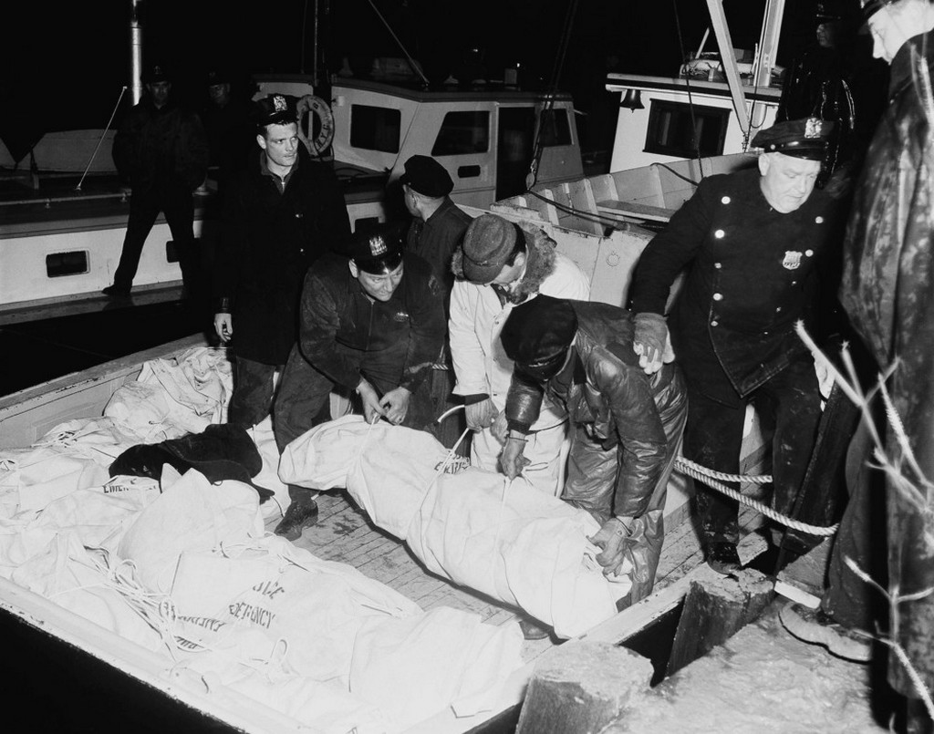 1959_februar_3_plane_carrying_72_smashed_to_pieces_on_water_as_it_tried_to_land_in_fog_and_drizzle_at_la_guardia_field_new_york.jpeg