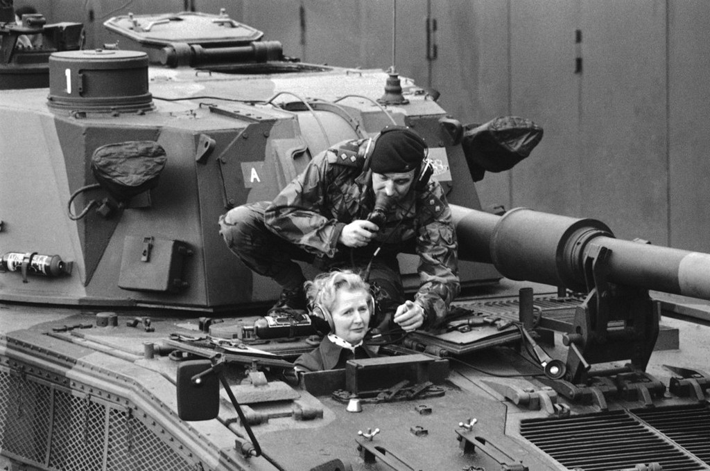 1976_januar_margaret_thatcher_visited_the_british_rhine_army_at_herford_and_guetersloh.jpeg