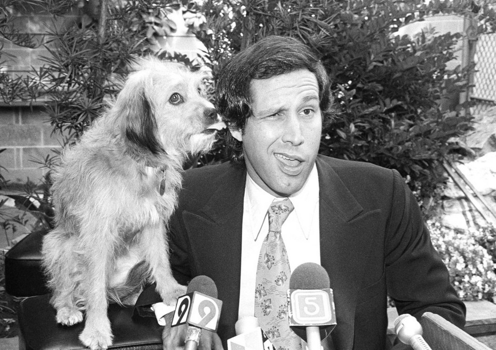 1979_comedian_chevy_chase_gets_a_kiss_on_his_ear_from_co-star_benji_as_the_two_held_a_press_conference_in_los_angeles.jpeg
