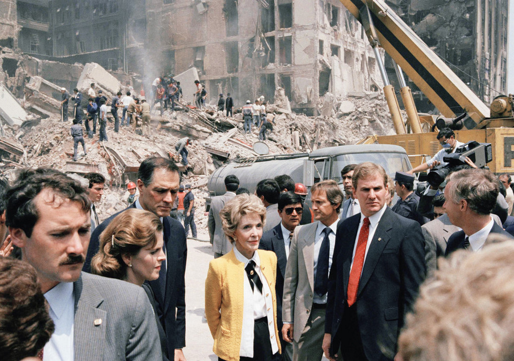 1985_szeptember_first_lady_nancy_reagan_views_earthquake_damage_tour_of_mexico_city_from_her_left_ambassador_gavin_and_mexican_presidents_wife_mrs_miguel_del_la_madrid.jpeg