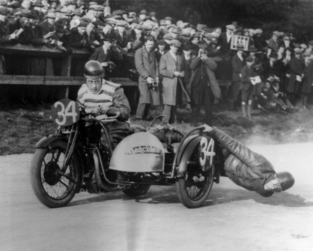1928_action_during_the_bristol_cup_race_for_motorcycles_with_sidecars.jpeg