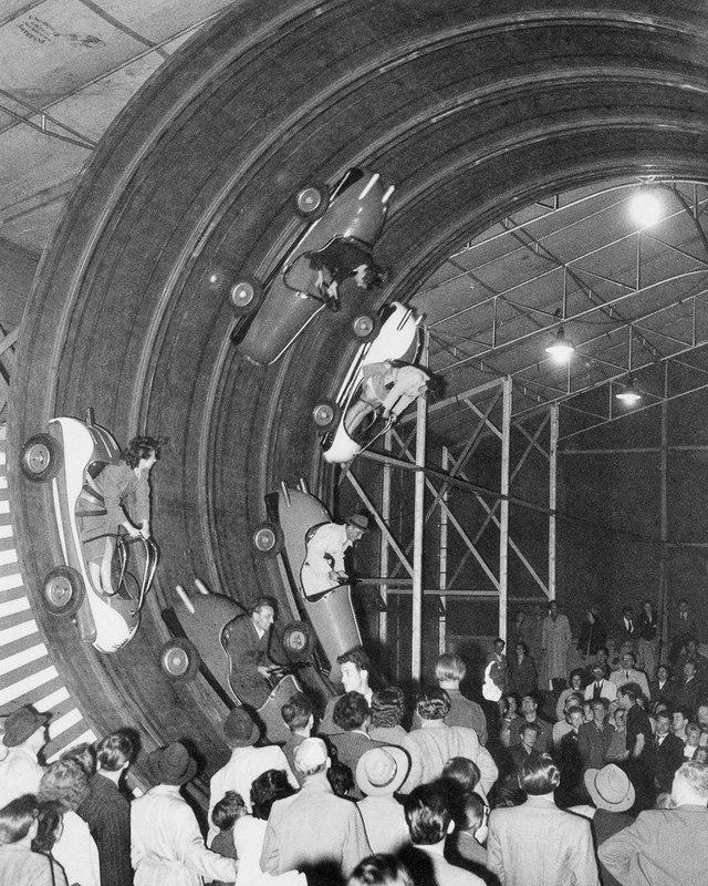1954_kulonleges_attrakcio_a_muncheni_oktoberfest-en.jpg
