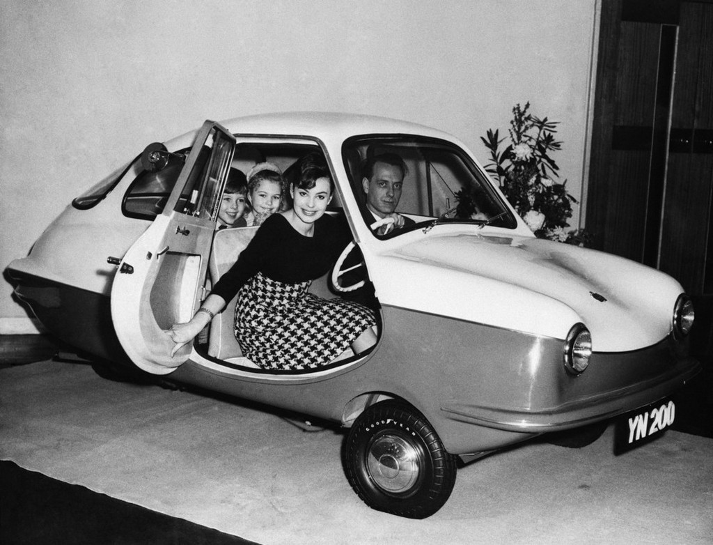 1959_new_english_low_priced_three_wheel_four_seated_car_a_nobel_200_is_put_on_display_in_london.jpeg