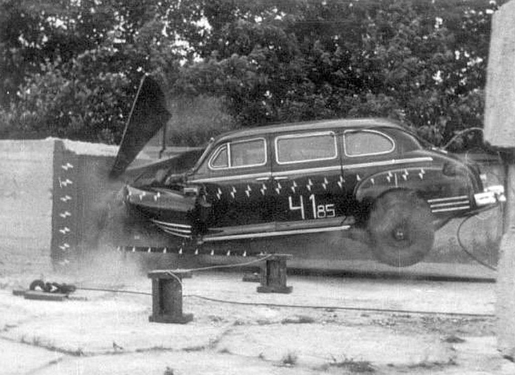 1985_1953-as_pancelozott_zis-115_limuzin_utkozeses_tesztje_a_szovjetunioban_cr.jpg