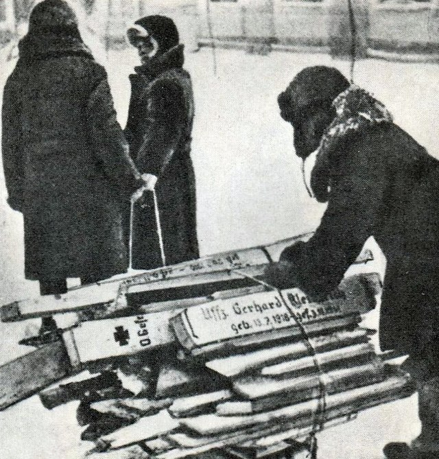 1941-42_keresztek_tuzifara_kalinin.jpg