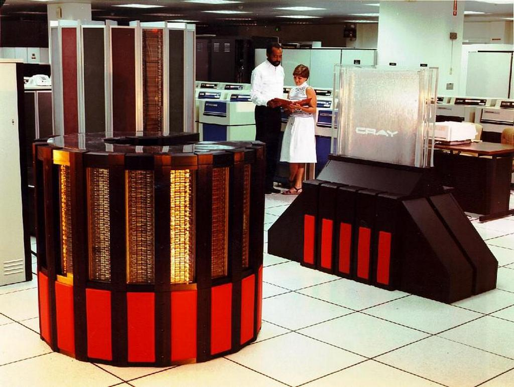 1985_operating_the_cray_super_computer.jpg