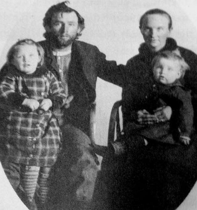 1886_murderer_dennis_dilda_was_allowed_to_sit_for_this_family_portrait_with_wife_and_kids_the_morning_of_his_execution_arizona.jpg