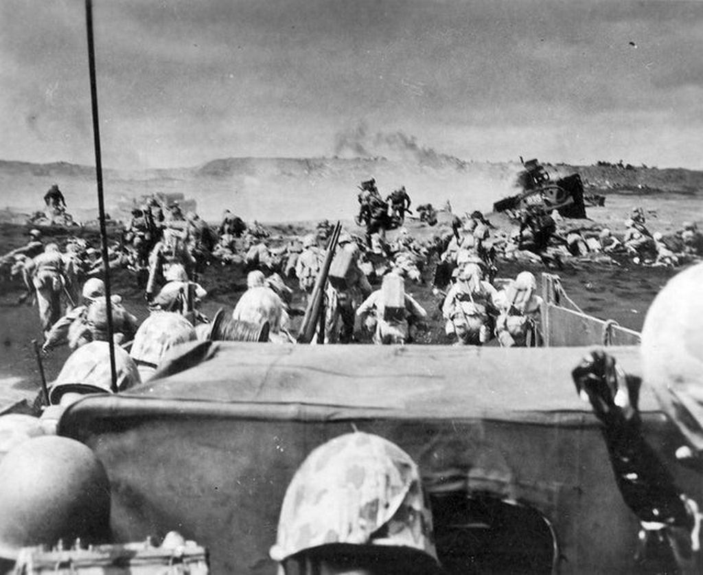 1945_februar_19_the_landing_at_iwo_jima.jpg