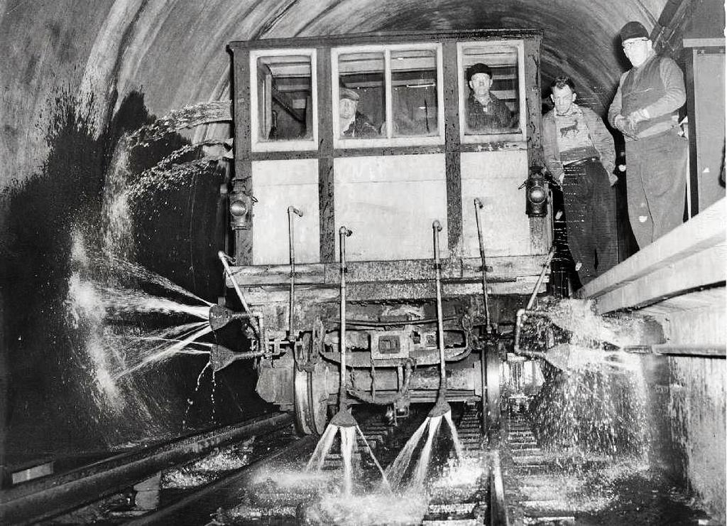 1952_a_subway_tunnel_cleaning_machine_chicago.jpg