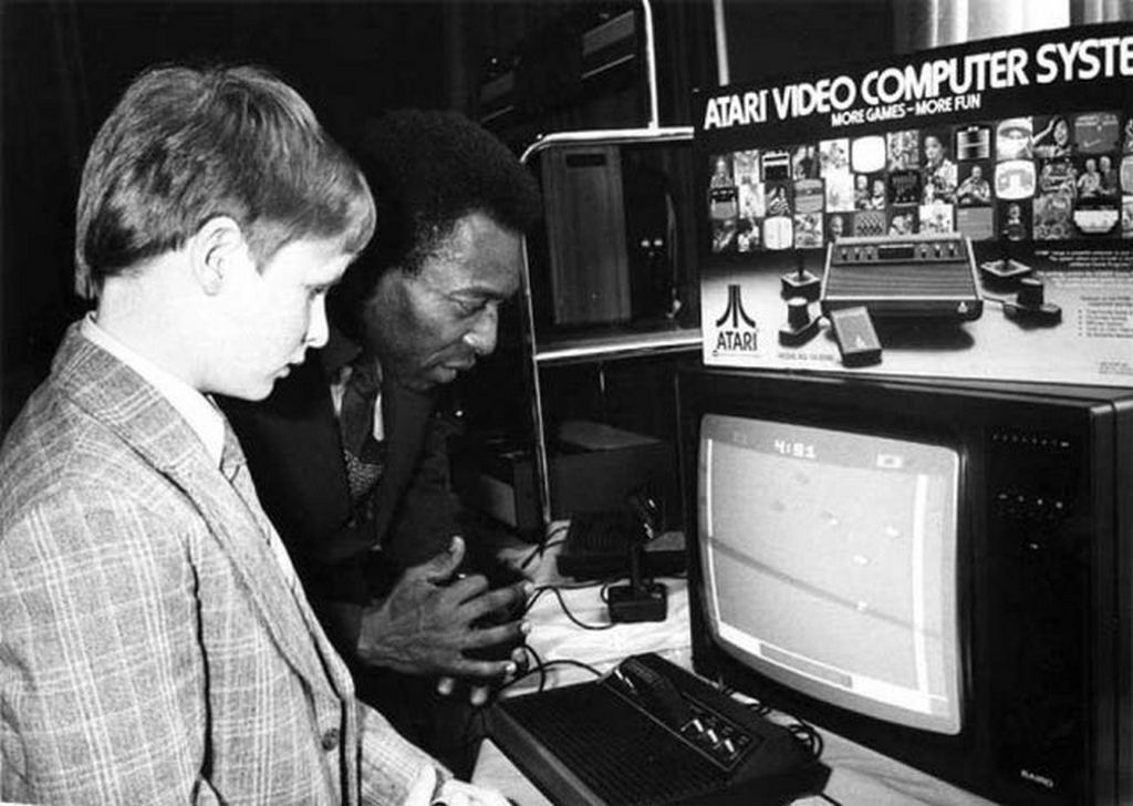 1981_pele_playing_pele_s_soccer_on_an_atari_2600.jpg