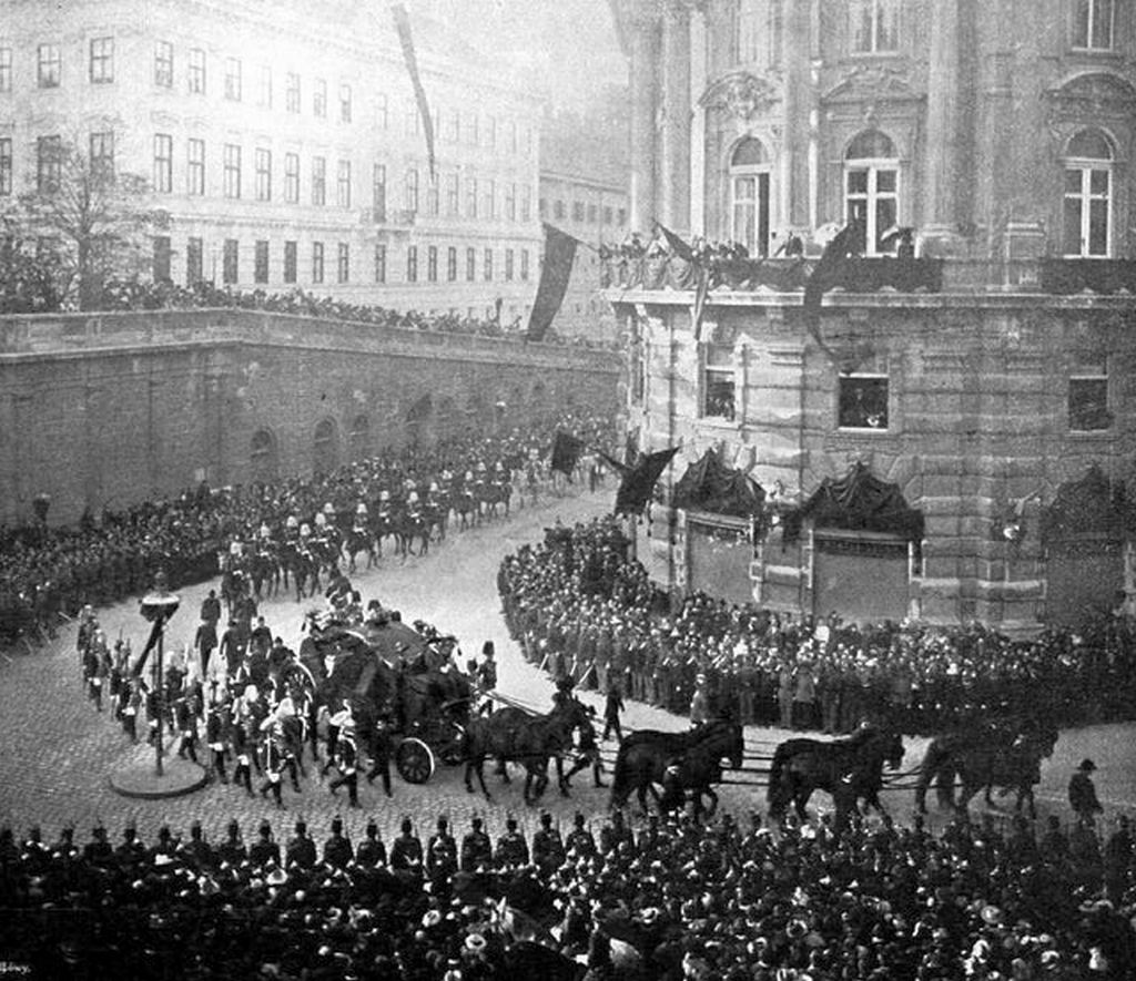 1898_becs_funeral_procession_of_empress_elisabeth_of_austria-hungary_she_was_assassinated_by_italian_anarchist_luigi_lucheni_in_geneva.jpg