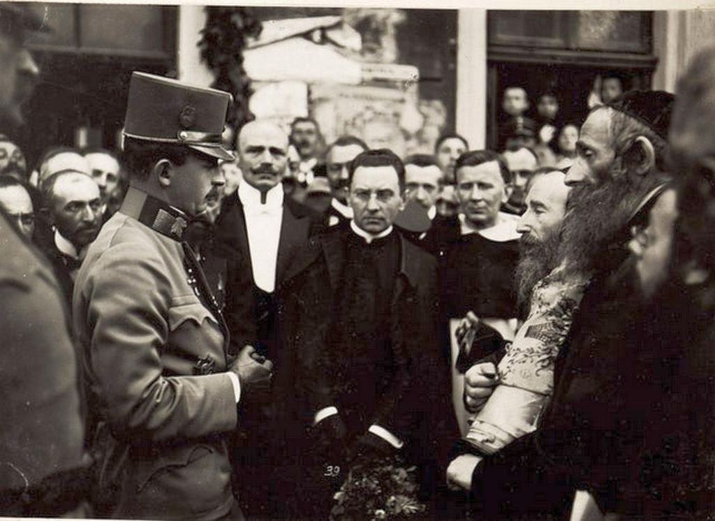 1917_7_30_austro-hungarian_emperor_karl_i_speaking_with_jewish_rabin_and_other_members_of_jewish_community_in_city_of_tarnopol_austrian_galicia.jpg