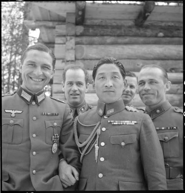 1943_aprilis_german_italian_japanese_romanian_and_hungarian_military_attaches_visit_the_finnish_front.jpg