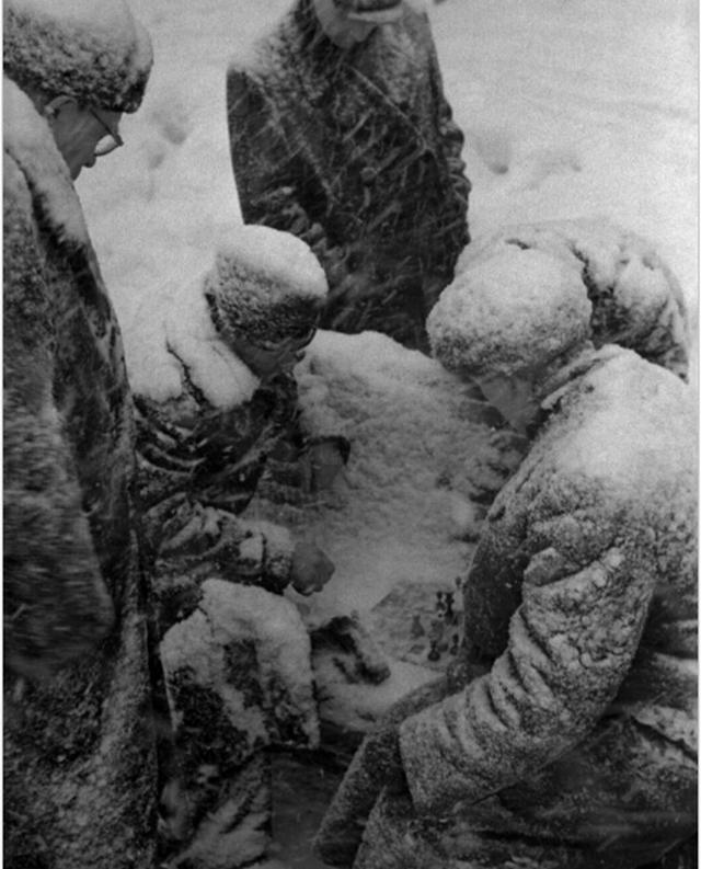 1959_izgalmas_sakkmerkozes_egy_moszkvai_padon.png