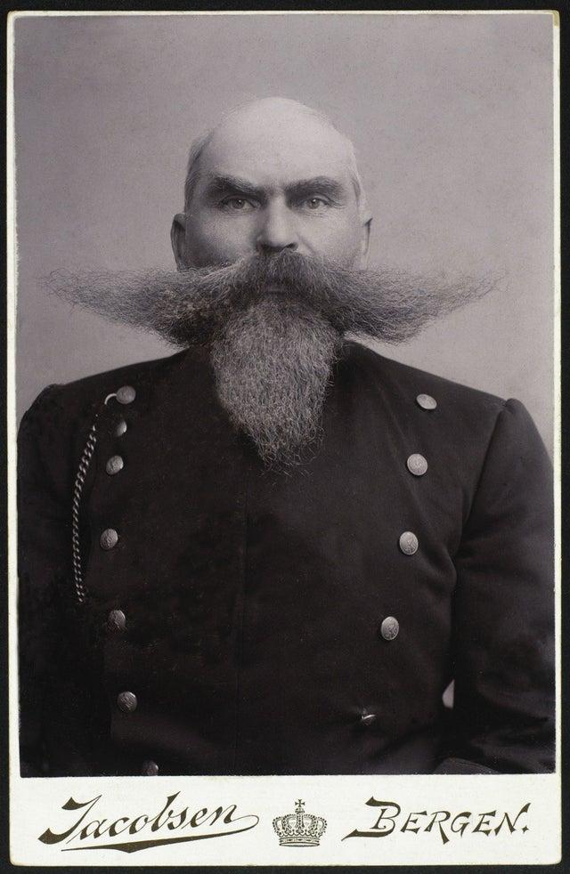 1903_sergeant_rasmus_madsen_l_vik_police_constable_in_bergen_norway.jpg