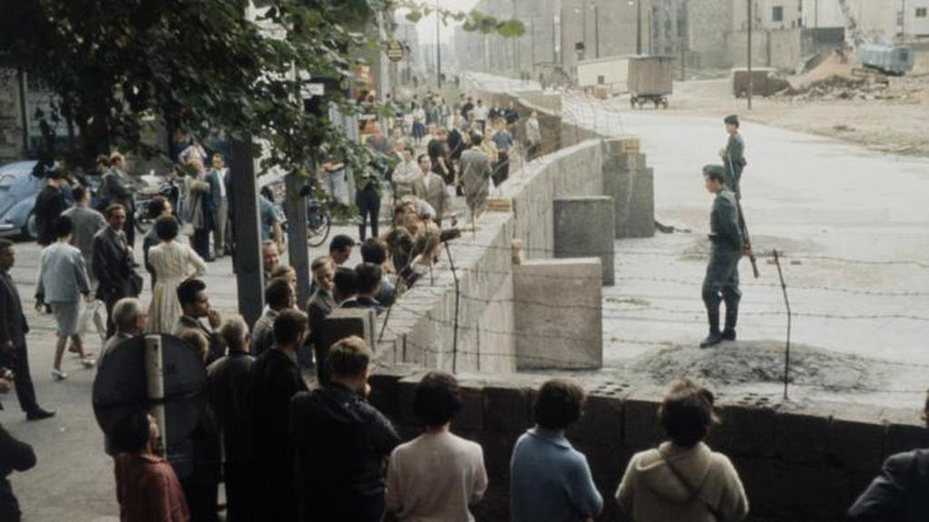 1961_augusztus_berlin_residents_at_the_newly_built_wall.jpeg