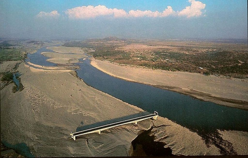 1998_hurricane_mitch_dumped_75_inches_of_rain_in_honduras_that_changed_the_course_of_the_choluteca_river_so_that_it_no_longer_ran_under_this_bridge.jpg