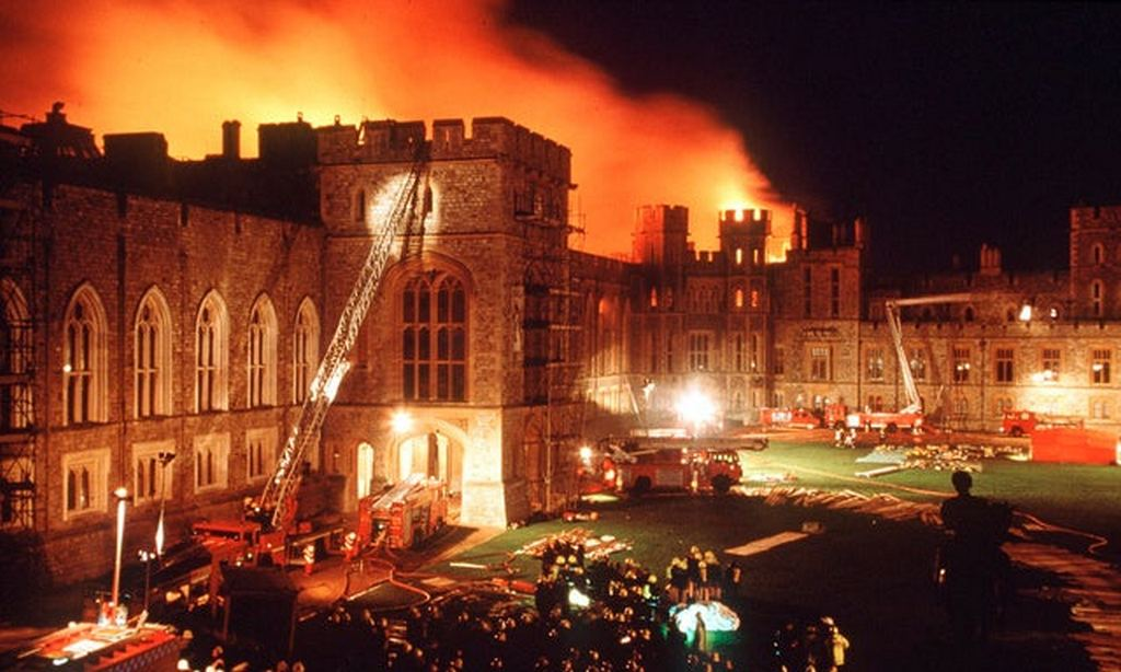 1992_november_20_windsor_castle_bursts_in_flames_after_a_spolight_was_pressed_against_a_curtain.jpg