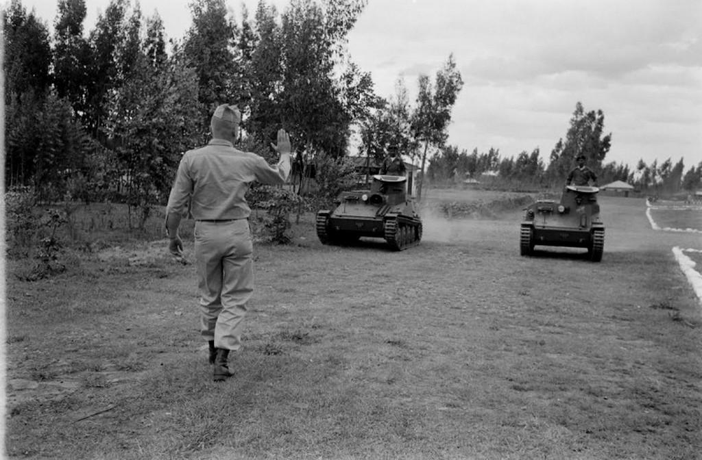 1955_az_etiop_hadsereg_csehszlovak_gyartmanyu_65_loeros_tatra_114_dizelmotoros_ah-iv_miniharckocsijai_taktikai_gyakorlatok_soran_a_jarmuveket_eglszen_a_nyolcvanas_evek_kozepeig_hadrendben_tartottak.jpg
