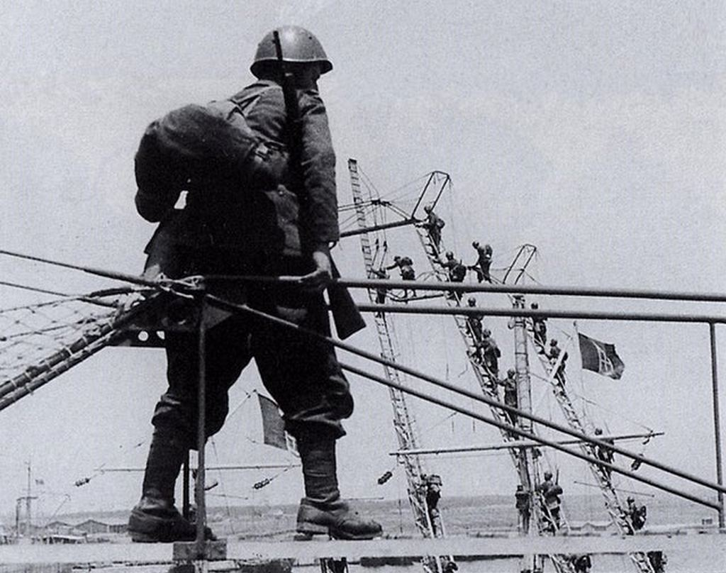 1942_italian_troops_training_for_the_planned_invasion_of_malta_the_ladders_were_to_be_used_to_scale_the_cliffs_of_malta.jpg