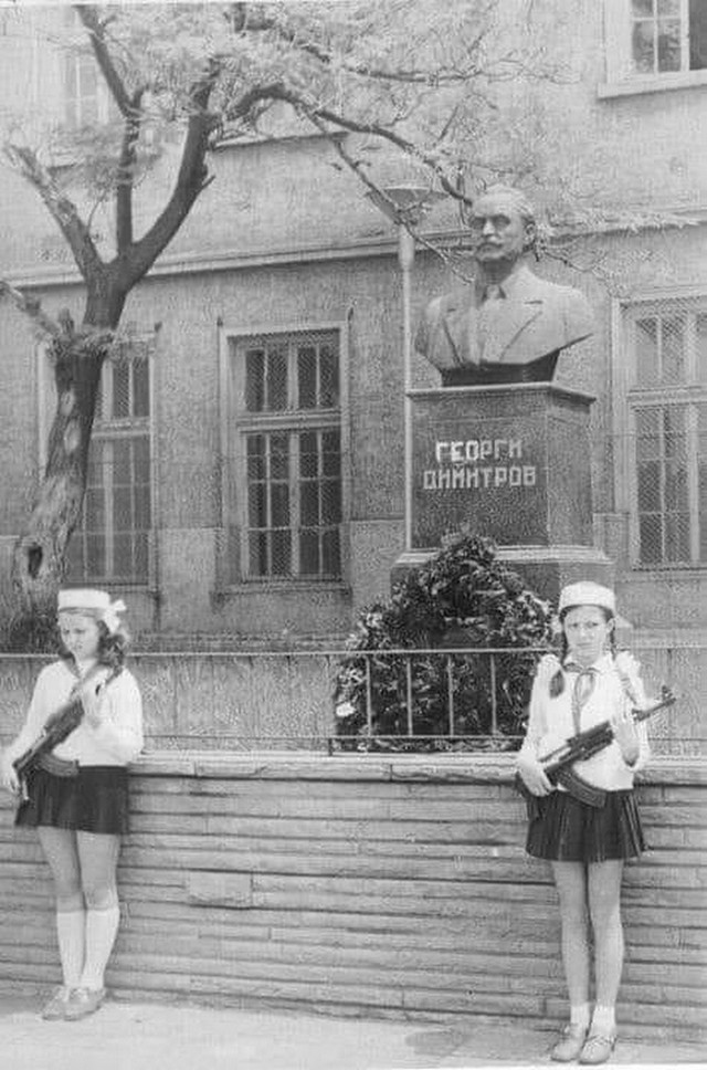 1960_korul_children_guarding_a_statue_of_georgi_dimitrov_the_first_bulgarian_communist_leader_with_kalashnikovs_bulgaria.jpg