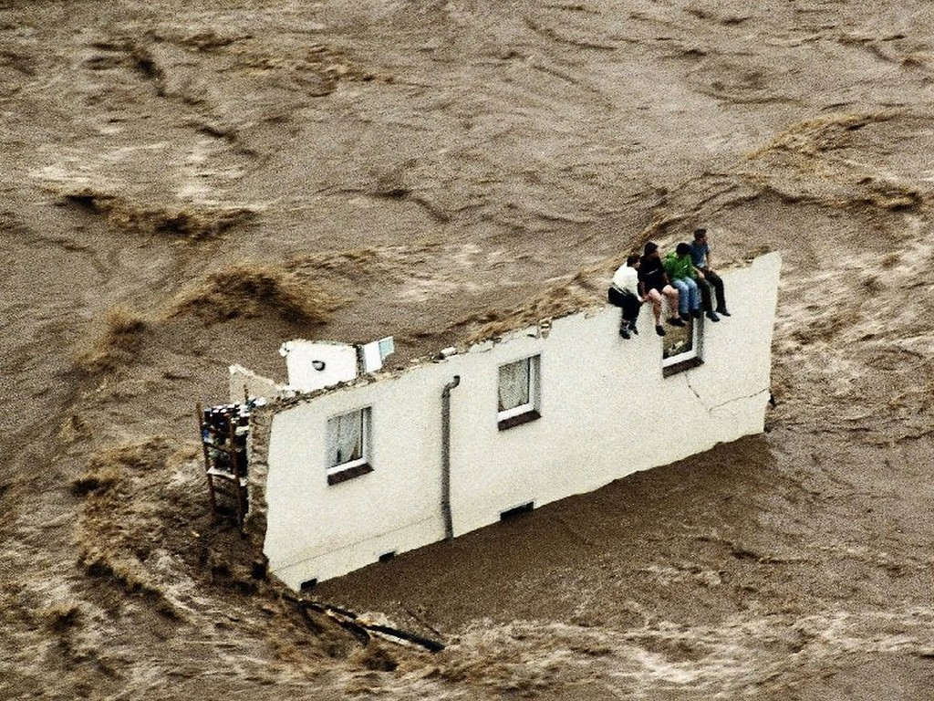 2002_flood_in_eastern_germany.jpg
